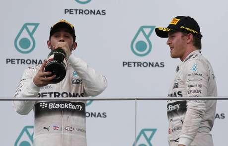 Hamilton e Rosberg, desta vez, tiveram que se contentar com lugares mais baixos do pódio
