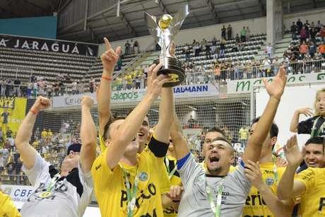 Jaraguá faz festa com conquista da Taça Brasil