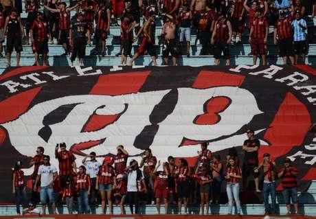 Torcida atleticana, presente em Londrina, protestou contra o time