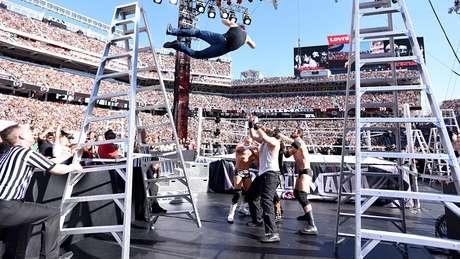 <p>Combate pelo Título Intercontinental contou com escadas e movimentos ousados</p>