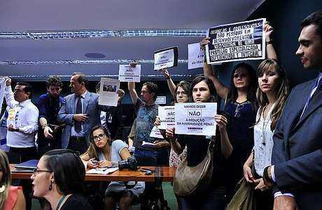 <p>Apenas 30 manifestantes foram autorizados a assistir ásessão</p>