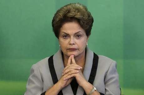 """<p>Dilma falou em """"enxugamento da máquina pública para atingir a meta fiscal do ano</p>"""