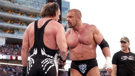 <p>Triple H protagonizou momento histórico ao cumprimentar Sting na WrestleMania</p>