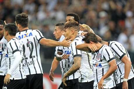 Corinthians comemora a goleada aplicada no Danubio