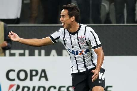 <p>Com um gol e uma assistência, Jadson foi um destaques do Corinthians na Arena</p>