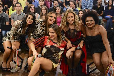 Mari Antunes, Ivete Sangalo, Claudia Leitte, Daniela Mercury e Margareth Menezes posaram para foto