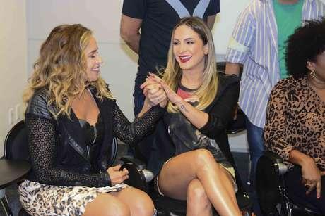 Daniela Mercury e Claudinha nos bastidores