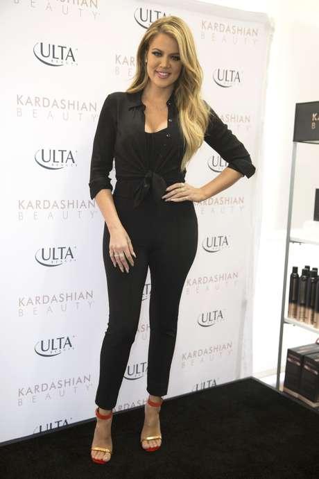 Khloe kardashian presenta l nea de belleza e impacta con for How to dress like khloe kardashian