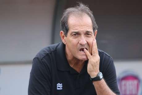 """""""Clube grande não demite técnico sem ter outro já contratado"""", diz Muricy"""