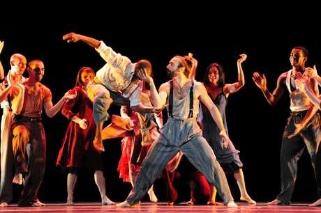 <p>Cena de Cantata, do coreógrafo italiano Mauro Bigonzetti, que retrata a emotividade do povo do sul da Itália</p>