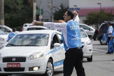 Taxistas protestaram no Pacaembu, em São Paulo