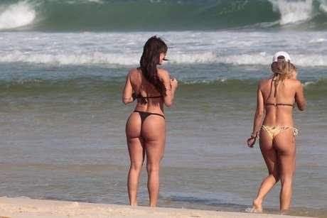 Resultado de imagem para bunda praia