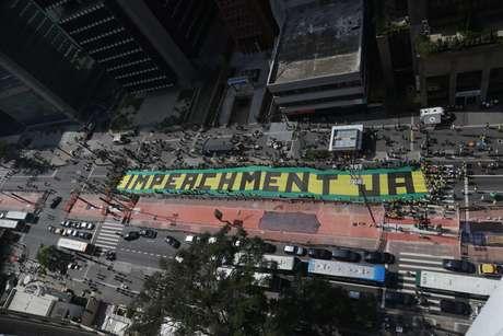 <b>São Paulo - </b> Faixa pede impeachment da presidente Dilma
