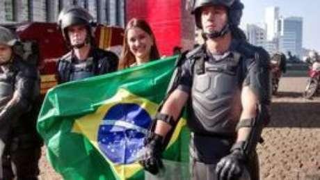 <p>PM-SP afirma que a interção entre manifestantes e policiais é bem-vinda</p>