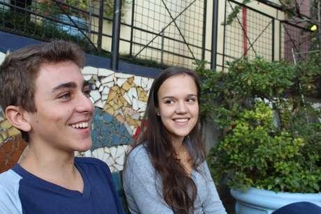 Pedro Pinheiro e Paola Christmann, alunos da escola onde Gisele estudou e atores da peça inspirada na passagem da modelo por Horizontina