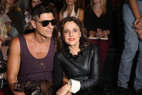 Marieta Severo e Reynaldo Gianecchini foram ao SPFW participar das gravações de novela da Globo
