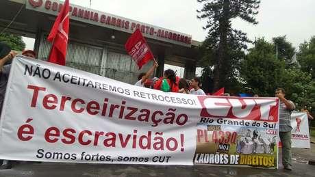 Funcionários da Carris decidiram cruzar os braços em Porto Alegre
