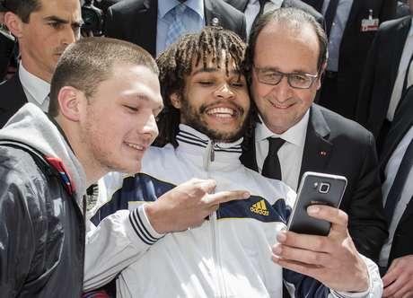 Selfie inusitada tirada com o presidente francês
