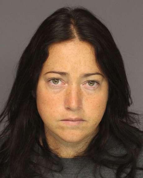 Nicole Dufault, acusada de fazer sexo com seis adolescentes, recebeu uma pena de 15 anos de prisão
