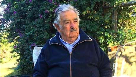 'Quem gosta muito de dinheiro tem que estar na indústria, no comércio. Não na política', defende Mujica