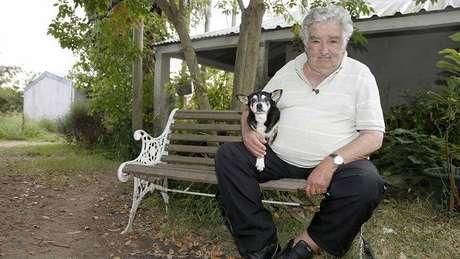 """Mujica diz que sua cadela de estimação, Manuela, foi """"integrante mais fiel"""" do governo"""