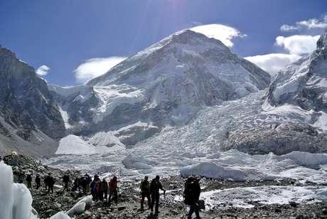Everest é a maior montanha do mundo e recebe muitos alpinistas nesta época do ano
