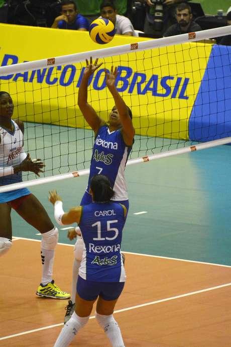 Experiente levantadora se despediu das quadras brasileiras