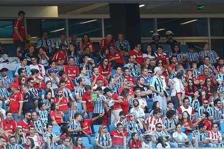 Gre-Nal teve mais uma vez torcida mista na Arena do Grêmio
