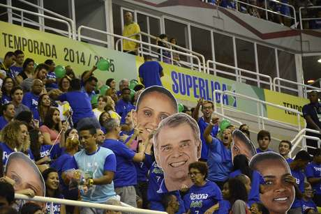 Torcida do Rexona-Ades fez a festa com o rosto dos ídolos na Arena HSBC, Rio de Janeiro