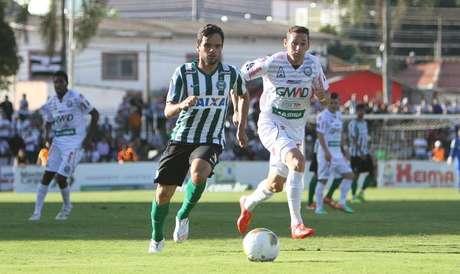Coritiba foi derrotado pelo Operário no jogo de ida da final do Campeonato Paranaense