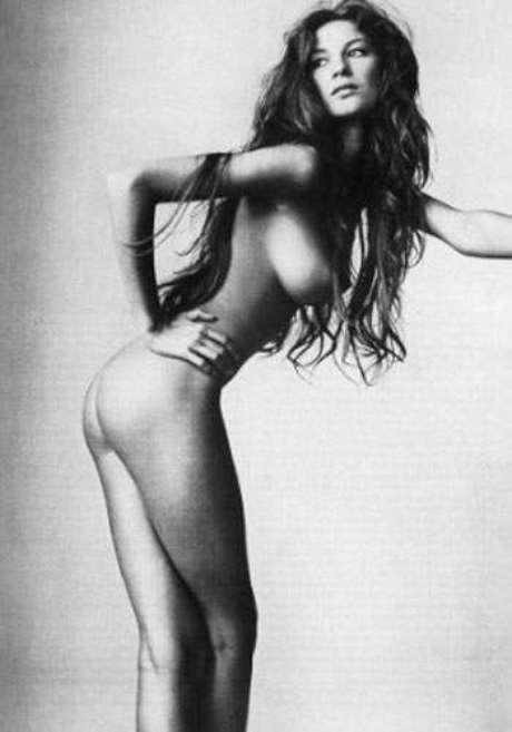 No começo de sua carreira, em julho de 1999, Gisele Bündchen participou de um ensaio fotográfico nu, em preto e branco, para a revista Vogue norte-americana