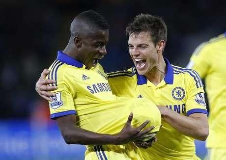 Ramires (esquerda), do Chelsea, comemora gol marcado pelo Chelsea contra o Leicester City pelo Campeonato Inglês. 29/04/2015