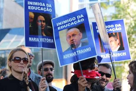 Deputados estaduais que votaram a favor de mudanças na Previdência dos servidores foram lembrados