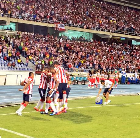 Jugadores de Atlético Junior celebraron el gol que anotó Jorge Aguirre ante Deportes Tolima.