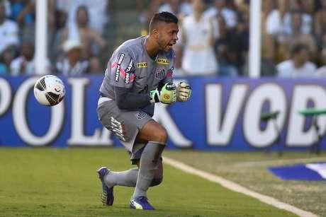 Vladimir parou Rafael Marques nos pênaltis, e Santos garantiu taça estadual