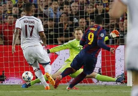 Suárez perdeu chance clara para o Barcelona no primeiro tempo