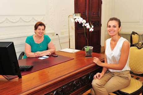 Gabriela Markus, Miss Brasil 2012, foi recebida pela primeira-dama do Estado, Maria Helena Sartori (E), no início de seu trabalho na secretaria do Turismo