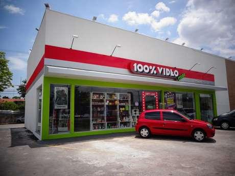 Disseminação de TV a cabo, acesso via internet e pirataria enfraqueceram o setor. A maior rede de franquias do Brasil, a 100% vídeo, chegou a ter 98 lojas; hoje, são 49