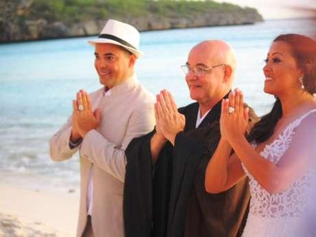 Kizzy Bortolo e Jacson Vogel se casaram em uma cerimônia budista