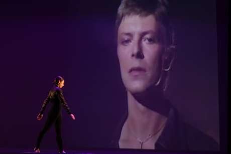 Projeção de David Bowie na exibição da Michael Clark Company no último dia de apresentações do Festival O Boticário na Dança. As músicas do inglês serviram de inspiração para a peça