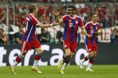 Lewandowski marcou um golaço ao fintar Mascherano e finalizar com categoria