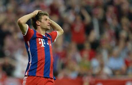 Thomas Müller lamenta uma das chances perdidas pelo Bayern no primeiro tempo