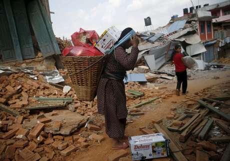 Mais de um milhão de pessoas já deixaram Katmandu após o grande terremoto de 25 de abril