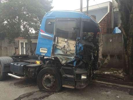 Após ser removido, veículo foi novamente abandonado em Taboão da Serra