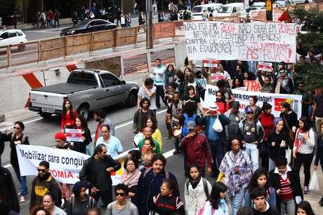 Manifestantes caminharam até a sede do Cruesp, foi realizada reunião entre reitores com o Fórum das Seis