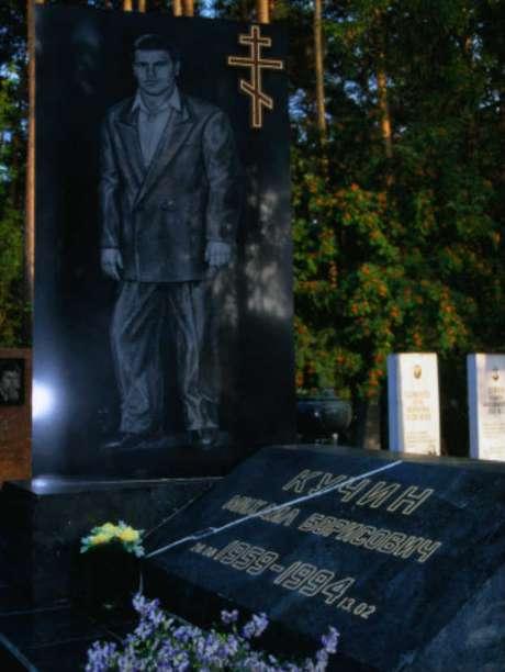 La tumba de un líder de la mafia en Yekaterinburgo, Rusia.