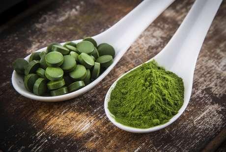 Chlorella é uma alga que auxilia na limpeza de toxinas geradas pela metabolização do álcool, como informou a nutricionista