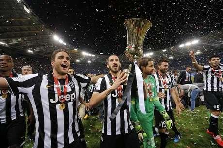 Jogadores da Juventus comemoram título da Copa Itália após vitória na final sobre a Lazio. 20/05/2015