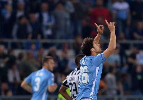 Radu comemora primeiro gol do jogo