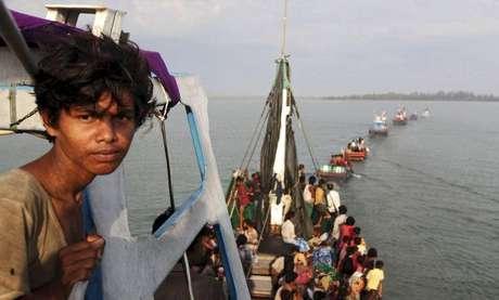 Barco de imigrantes Rohingya e Bangleshi na costa de Julok, na Indonésia.  20/05/2015